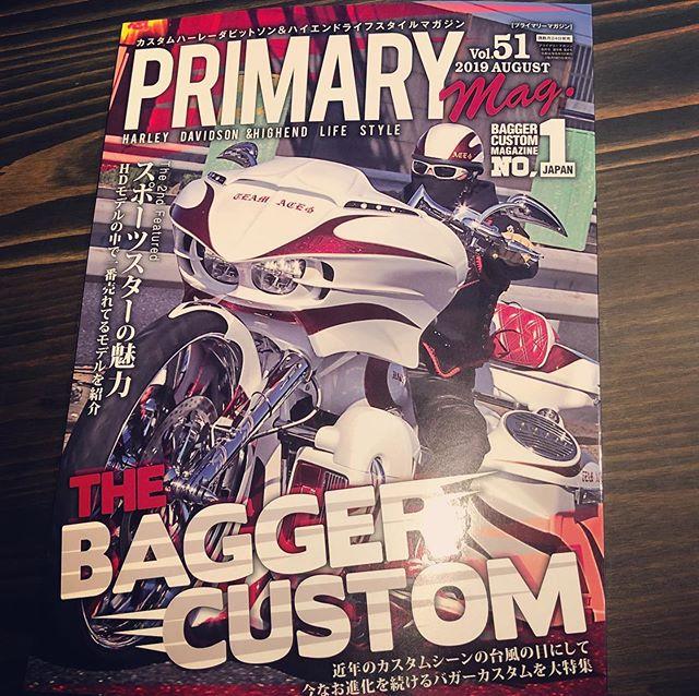 ペイントを担当させて頂きましたスペシャルな #bagger が表紙&特集されて発売されております #プライマリーマガジン のご紹介♫@ironpaddock  @seikichi1107 おめでとうございます!携われて光栄です!是非じっくり雑誌を手にとってご覧くださいませ♫#harleydavidson #custombagger #bagger #roadglide #custompaint #ironpaddock #coboo