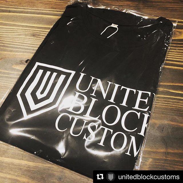 """🤘🏼🤘🏼🤘🏼まだまだ日々お問い合わせ対応続きます! 記念すべき第一回!是非参加くださいませ♫#Repost @unitedblockcustoms with @get_repost・・・前売券をご購入の方全員にUBC Tシャツプレゼント! 皆さんへのTシャツ出来上がって参りました!今週も多くの前売券購入頂きました。Tシャツも増量して製作しておりますので、まだ前売券Getされていない方、ご予約もできていない方、前日まで調整可能です!Web購入は9/30でクローズしておりますので、前日までCOBOOを窓口にお問い合わせくださいませ。10/13 日曜日 AM10:00〜PM15:00愛知県西尾市  岡ノ山遊ぼっ茶広場 特設会場チケット3,000円 (前売事前購入の方全員にUBC Tシャツプレゼント!)*女性,子供(中学生以下)入場無料*BBQ食べ放題&1ドリンク付 """"乗りものを愛する者すべてに新たな衝撃を与えるべく「無双•優雅•高貴」をテーマに生まれたブランド「UNITED BLOCK CUSTOMS」。 2016年、カリフォルニア,サウスパサデナにてUBCブランドが生まれ、2019年春より日本にHQが移動継承されました。これを記念し""""UBC Japan キックオフBBQパーティー""""と題してイベントを開催することとなりました。 多くのバイク乗りやファミリーまでが楽しめるイベントを目指し開催致します。是非、お誘い合わせの上皆様でご来場くださいませ。#ユナイテッドブロックカスタムズ #blockparty #西尾市 #愛知県 #ハーレーイベント #バイクイベント #乗りもの系イベント @harleydavidson_nagoya @harleydavidson_megatokai @ktm_nagoya @mclarenautomotivejp #cplfile @__coboo__ @blackparadejp @hd.jam.japan @clutch_m_c @azzurremotoring @luxz.inc #harleydavidson #ktm #mclaren #cobooperformancelimited #coboo #blackparadejp #jambagger #clutchmotorcycles #azzurremotoring #luxz"""