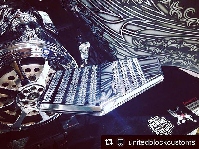 10/13のイベントで新作もどしどし出て参りますよ〜価格や商品現物♫ じっくりチェックください!#Repost @unitedblockcustoms with @get_repost・・・New product Passenger board!まもなく発売となります新商品、UBCパッセンジャーボード。10/13 UBC Block Partyにて展示発表となります!#unitedblockcustoms #billetparts #harleydavidson #touringmodel #roadglide #streetglide #ultraglide #roadking #triglide #triglideultra