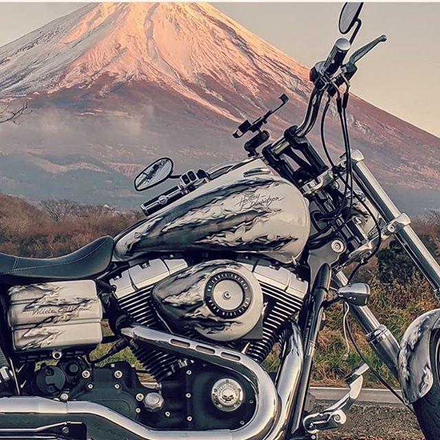 写真があまりにも素敵で♫@kimu_freedom ペイントさせて頂いた車両の絵画の様なphoto♫ シェア失礼致します!@harleydavidson_nagoya @harleydavidson_megatokai @harleydavidson_hamamatsu #富士山 #harleydavidson