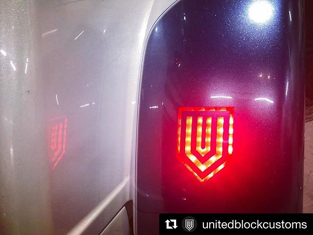 #Repost @unitedblockcustoms with @get_repost・・・Passion light!#unitedblockcustoms #triglide #triglideultra #freewheeler #harleydavidson