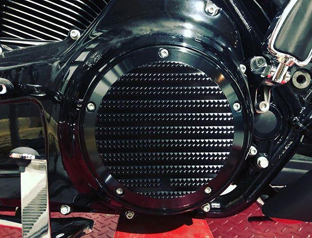 業者様からのペイント御依頼入庫車両に、#unitedblockcustoms が装着済みで、ちょっと感激♫🥰#harleydavidson #cvo #unitedblockcustoms #custompaint #motodb