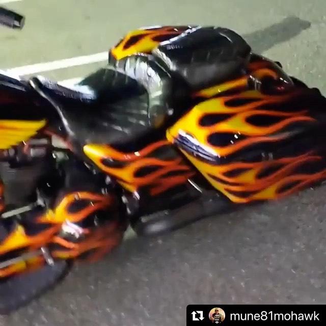 Painted a fireball.Thank you.#Repost @mune81mohawk with @make_repost・・・FireBall#hellsangels #hamc #81 #ヘルズエンジェルス#nomads #biker #clubstyle#coboostudio #flhr #roadking #ロードキング #ハーレーダビッドソン #harleydavidson #バイカー#単車 #バイク #ツーリング #baggernation  baggerstyle #flhrs  #unitedblockcustoms #HardCorebiker #motorcycleclub #nomadsjapan #コブースタジオ